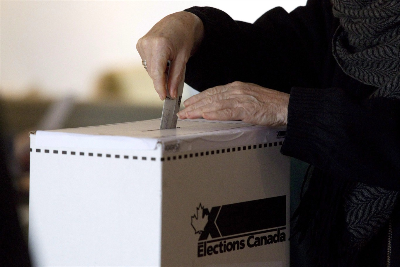 Record-breaking number of Canadians voting at advance polls