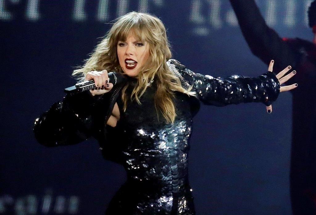 sportowa odzież sportowa wiele modnych wyprzedaż hurtowa Swift questions AMAs performance over fight with music group