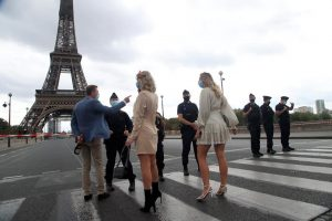 Paris police barricade Eiffel Tower after bomb threat