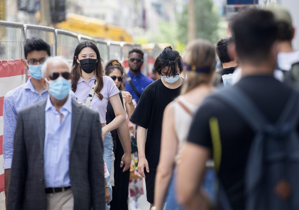 Experts recommend wearing a mask despite Alberta's reopening