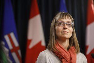 Alberta's top doc sends warning to Albertans falsifying vaccine records