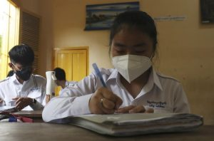 WHO reports big drop in new coronavirus infections